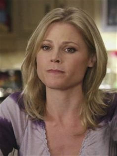 claire dunphy s hairstyles hair on pinterest julie bowen modern family and julie