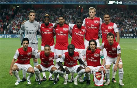 arsenal current squad 2014 arsenal squad team background goalnation