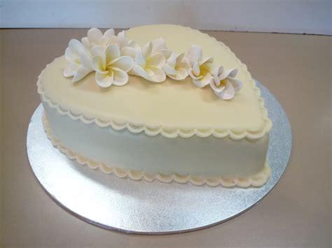 shaped cake occasions weddings orangerie patisserie