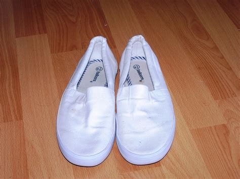 Myu Kanvas Shoes i need some help decorating my canvas shoes clothing