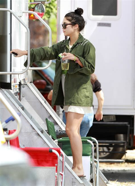 Set Selena Vsdcdm hudgens photos photos ashely benson hudgens and selena gomez on set of