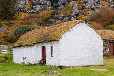 Cottages Donegal by Photo Of Donegal Glencolmcille Cottage M06158 Donegal