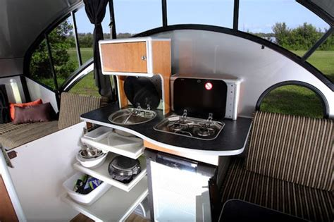 Rideaux Pour Cing Car by Alto Safari Condo Is A High Tech And Lightweight Teardrop