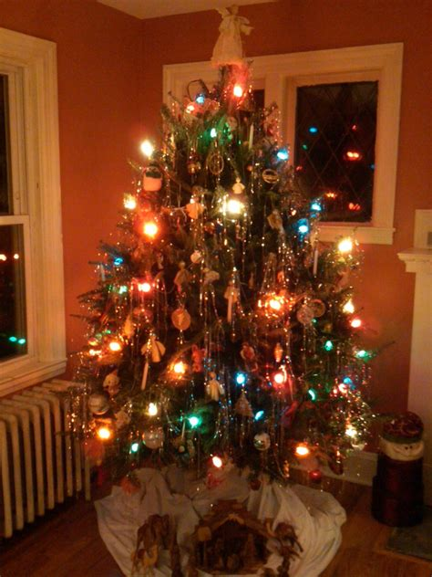 why do we decorate a xmas tree share your pics of your