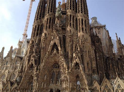 la sagrada de familia barcelona returning to la sagrada familia the traveling