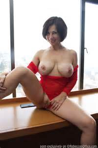 milf rebecca naked in the penthouse suite