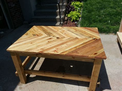 pallet wood patio table  steps  pictures