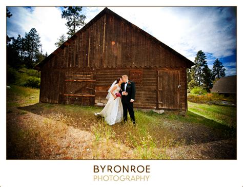 Hollinshead Barn michaela steve wedding hollinshead park barn bend oregon wedding photographers bend
