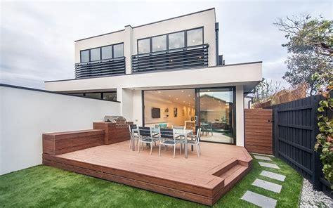Brighton Duplex: Sparkling Townhouses with Breezy Modern