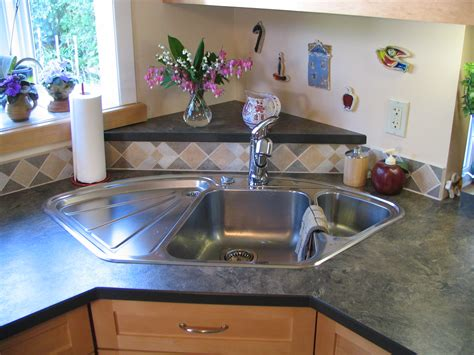 blanco corner sink with raised back triangle laminate in