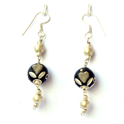 Handmade Earrings - handmade earrings black with metal hearts