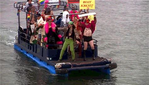 that boat guy arrested development gay gif find share on giphy