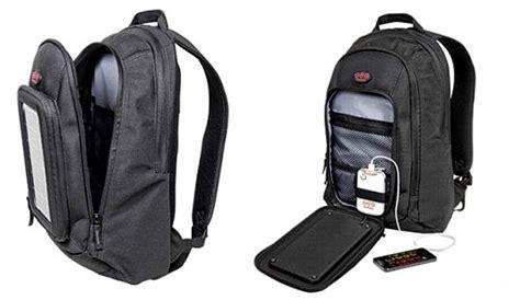 una mochila para el mochila con paneles solares