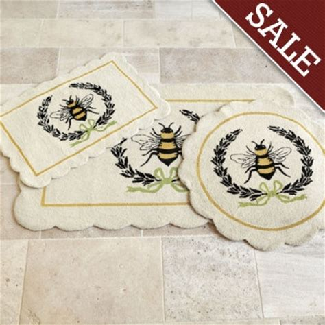 bee hooked scatter rug from 69 00 bee
