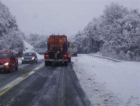 cadenas para nieve temuco cae primera nevada en la frontera y obliga a conductores a