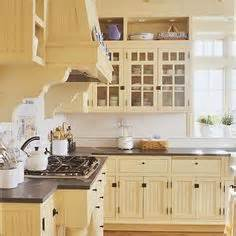 Pale Yellow Kitchen Cabinets 1000 Ideas About Yellow Kitchen Cabinets On Pinterest
