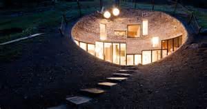 maison troglodyte design perdue dans la montagne suisse
