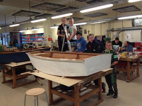 zelf roeiboot bouwen foto s zeilboot bouwen 171 yourtime is een project van het