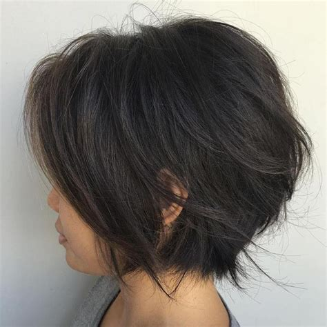 angled and feathered back hair dos 25 best ideas about chin length hairstyles on pinterest