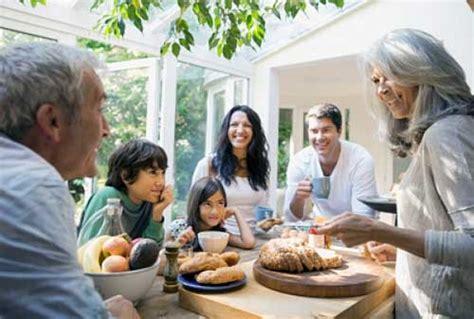 anak membantu keuangan  tua