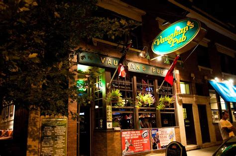 top sports bars in chicago the best sports bars in chicago to watch college nfl