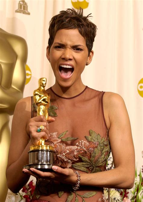 No Halle At The Oscars by Halle Berry Se Une A Boicote Contra A Aus 234 Ncia De Negros