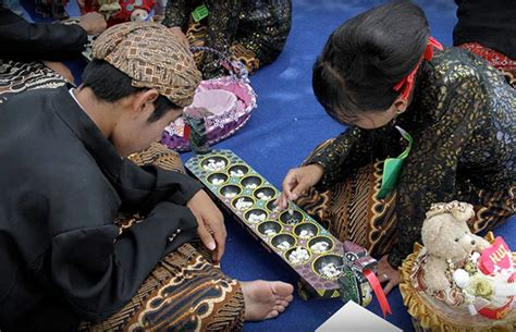 Congklakmainan Anak 18 Permainan Tradisional Anak Anak Indonesia Sayangianak