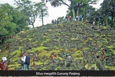 Situs Gunung Padang Misteri Dan Arkeologi misteri gunung padang dari rakyat hingga ilmiah