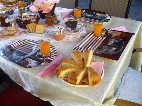 tavole imbandite il giardino bed and breakfast tavullia tel 0721 476273