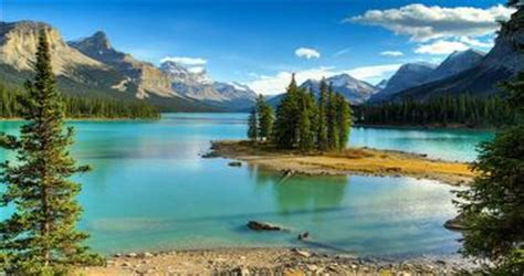 prettiest places in the us 25 best places to visit in canada