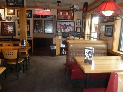 interior restaurant picture of applebee s staten island