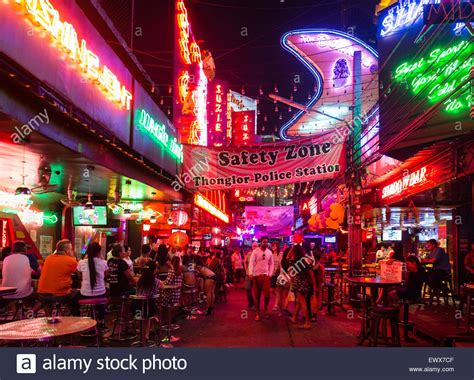 bars and nightlife in soi cowboy light district asoke