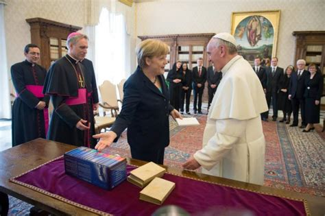 hellhörige wohnung fotos francisco recibi 243 a angela merkel en el vaticano