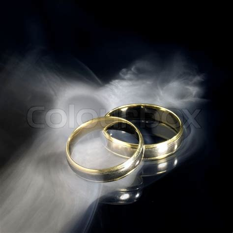 Goldene Hochzeit Bilder 3264 by Goldene Hochzeit Ringe Und Rauch Stock Foto Colourbox