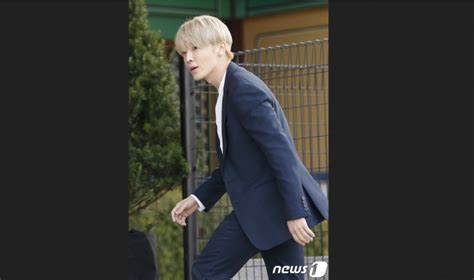 Setelan Kemeja Dan Dress Songsong deretan selebriti ganteng di pernikahan song joong ki song hye kyo uzone