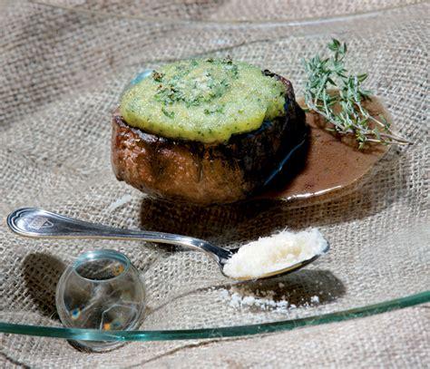 come si cucina il filetto di manzo filetto di manzo gratinato alle erbe e grana padano dop