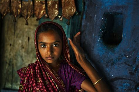 steve mccurry the iconic steve mccurry s iconic retrospective my modern met
