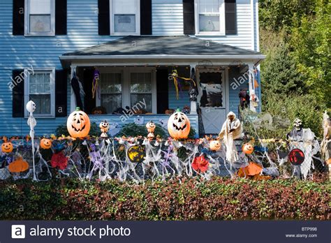 decorated homes for halloween a house decorated for halloween in america stock photo royalty free image 32452372 alamy
