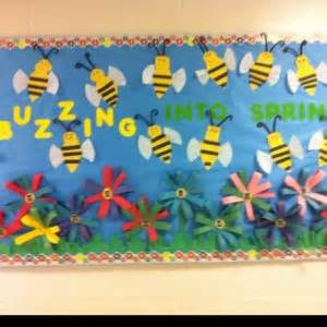 This page has a lot of free spring bulletin board for kids parents adn