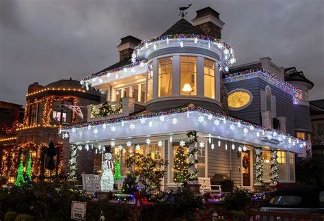 newport lights newport local homeowners go all out for ring of