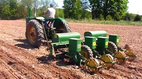 Jd Planters by 1947 Deere G Planting Corn With 1240 Planter