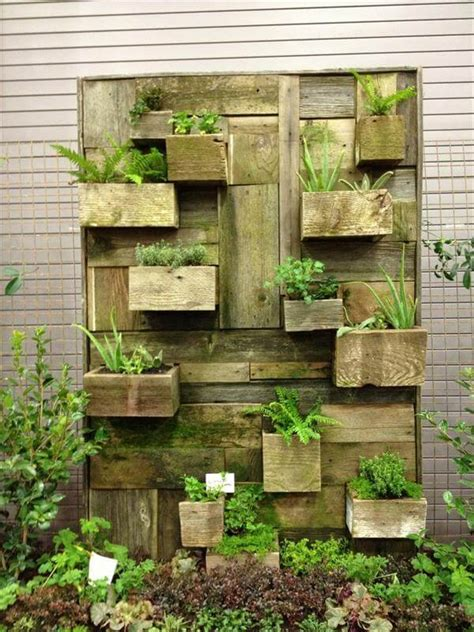 Garden Walls Ideas 25 Diy Low Budget Garden Ideas Diy And Crafts