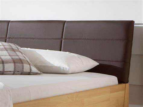 holzbett mit gepolstertem kopfteil holzbett aus massiver buche in z b 160x200 cm leonardo