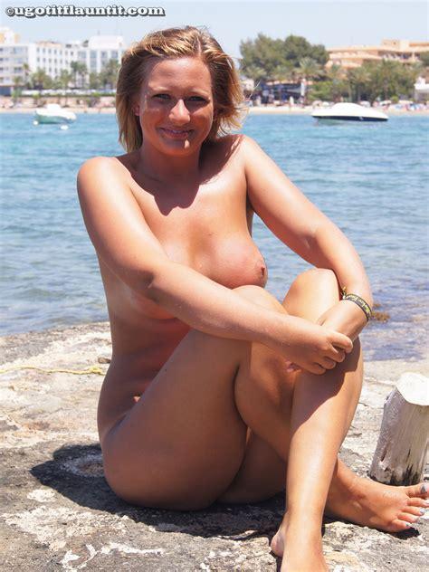 U Got It Flaunt It Faye Topless Girlznation Com