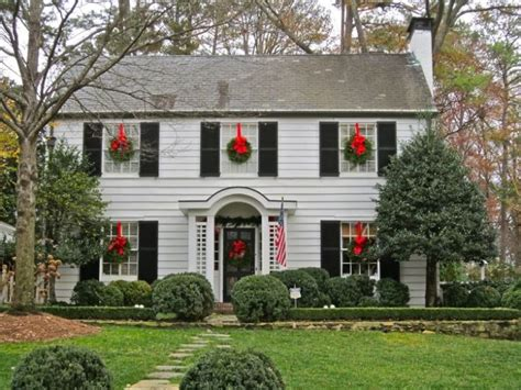 Images Of Christmas Wreaths On Windows | christmas wreaths on windows outdoors and indoors the