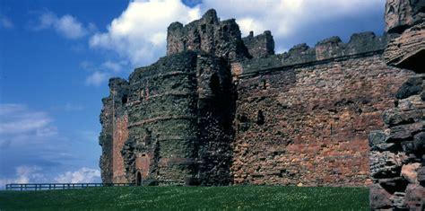 curtain wall of a castle file the curtain wall of tantallon castle east lothian