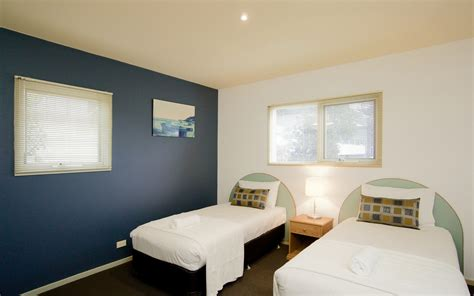 apartments with 2 master bedrooms pierview apartments view apartments lorne beachfront accommodation