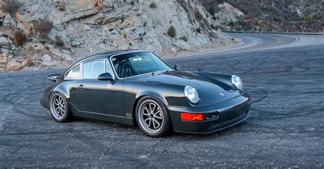 VIDEO. Driving Magnus Walker 's Porsche 964. DRIVETRIBE