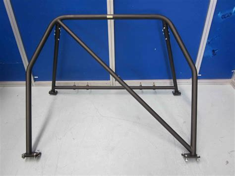 a holden commodore 4 ve half cage 4 point bolt
