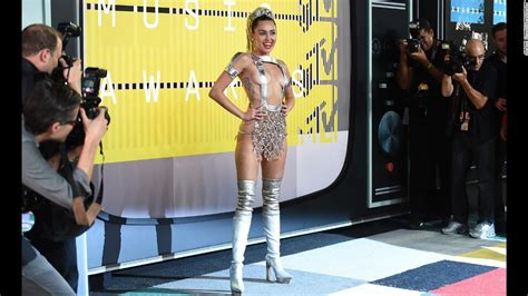 mtv vmas red carpet show to live stream virtual reality vmas 2015 miley cyrus kanye west have their moments cnn